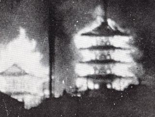 大阪大空襲で炎上する四天王寺の伽藍