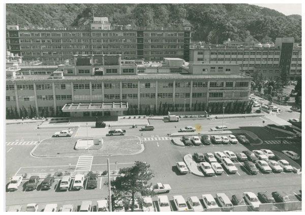 徳島大学病院玄関前