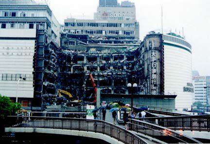兵庫県南部地震:そごう百貨店(損傷部分の解体)