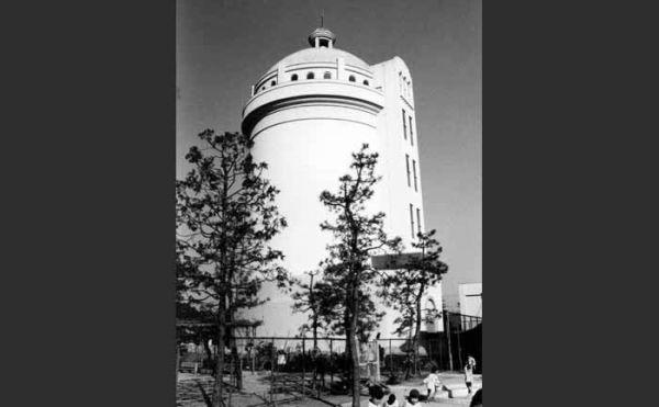 令和2年 改修工事を終えた野方給水塔