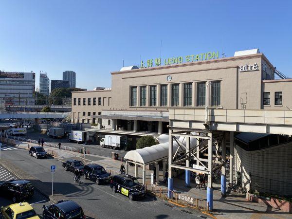 昭和7年の上野駅。写真は当時の絵葉書。緑が多くて今より落ち着いた雰囲気。