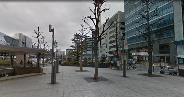京都駅前東側電停近くのガソリンスタンド